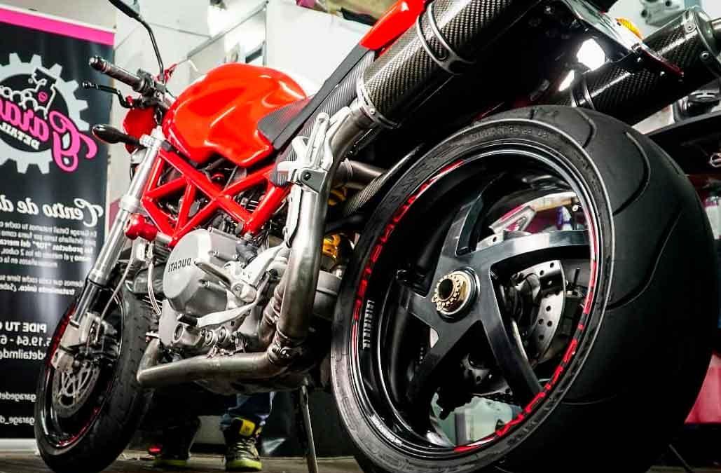 Lavado a mano y detallado de motos