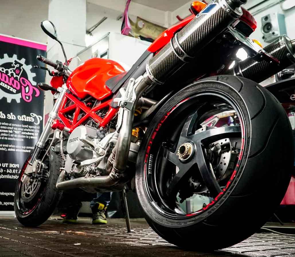 Lvado a mano y detallado de motos
